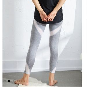 Aerie grey and white leggings new w/ tags (S)